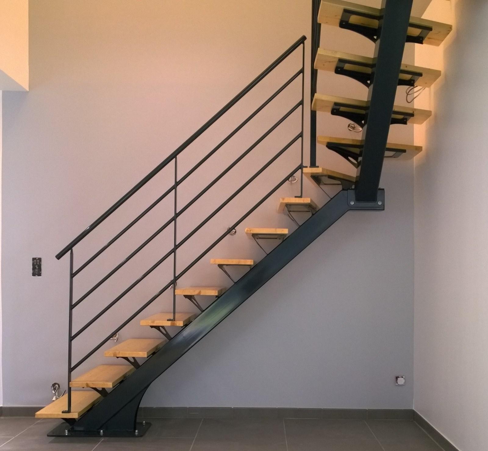 escalier bois metal limon central. Black Bedroom Furniture Sets. Home Design Ideas